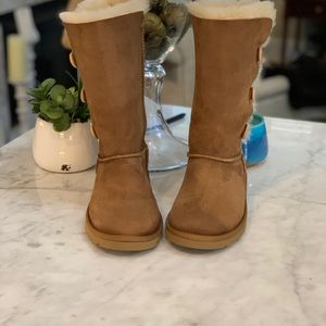 UGG BAILEY TRIPLET BUTTON CHESTNUT BOOT🤎